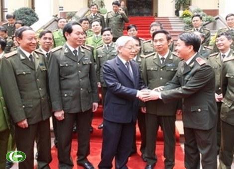 Tổng Bí thư Nguyễn Phú Trọng với các đồng chí lãnh đạo Bộ Công an.
